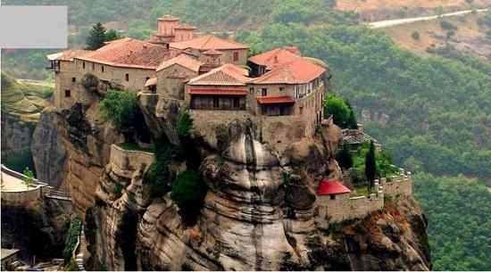 Những ngôi nhà trên vách đá ở Meteora, Hy Lạp