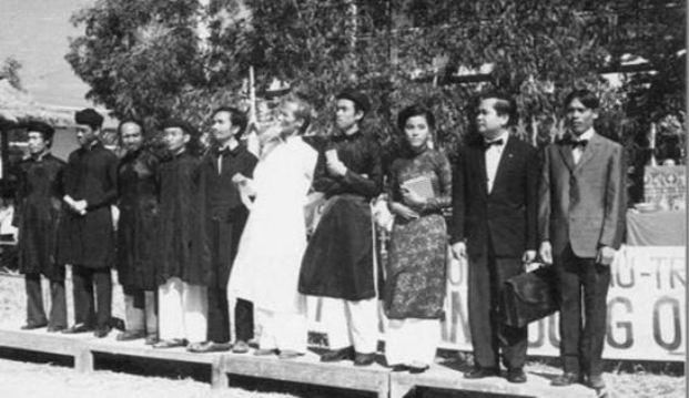 Một số nhân sĩ, trong đó có Phạm Văn Ngôn trong phong trào Đông Du