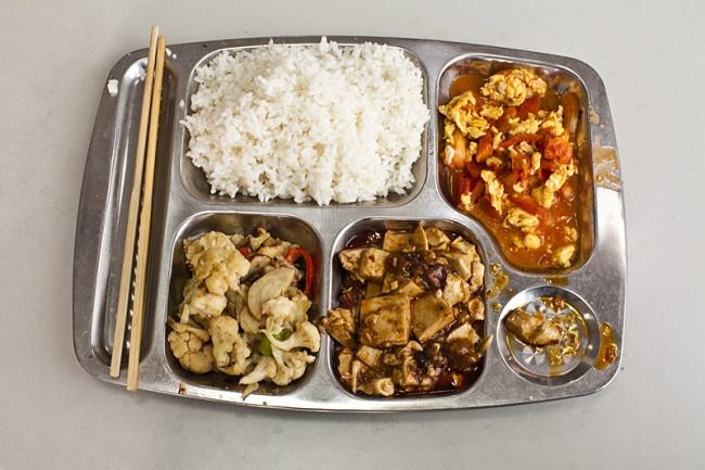 Bữa ăn trưa tiêu chuẩn của các trường Trung Quốc