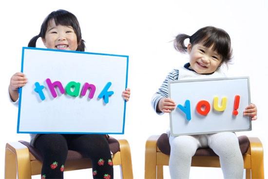 Họ dạy con cách giao tiếp với người khác - 10 điểm chung của cha mẹ những đứa trẻ thành công