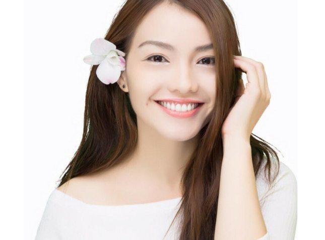 phụ nữ có hàm răng đẹp