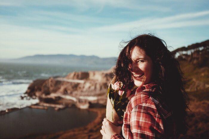 phụ nữ và nụ cười
