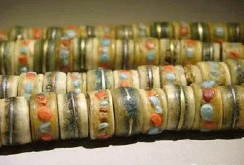 Quà lưu niệm làm từ xương ở Tây Tạng