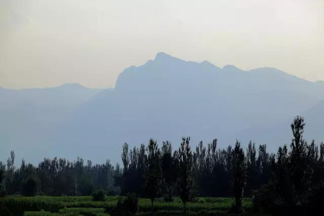 """""""Phật ngủ"""" núi Hạ Lan"""