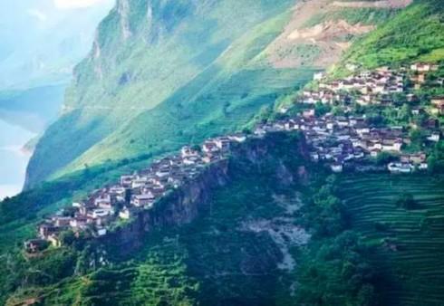 Ngôi làng nằm trên một tảng đá (Vân Nam)